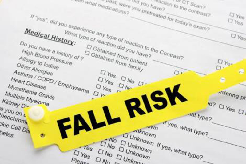 """What does """"FALL RISK"""" mean? - Question about English (US) 